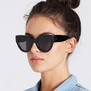 Le Specs Matriarch